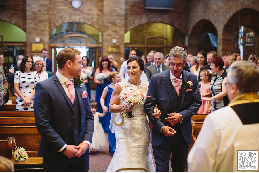 Bradford Golf Course Wedding Photography by Leeds Photographer Barnaby Aldrick 022