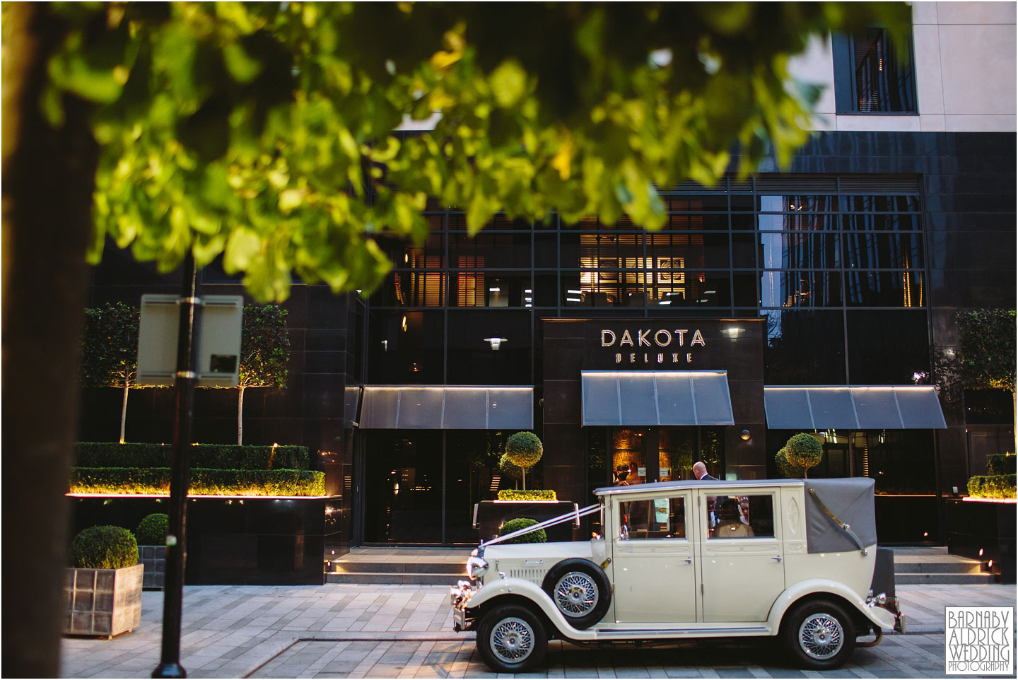 Leeds town Hall civil ceremony, Dakota deluxe hotel reception Leeds, unusual Leeds wedding reception venues,